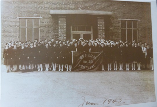 Photo:Nursing personnel with banner