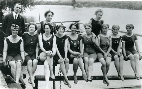 the roaring twenties womens fashion 1920s fashion