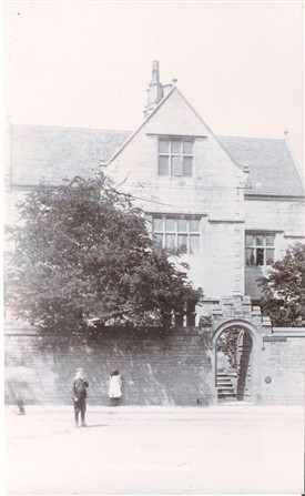 Photo:Entrance to Clerkson Hall, 1910
