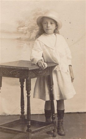 Photo:Tom Flower's younger sister, Elsie, aged 7 in 1917.