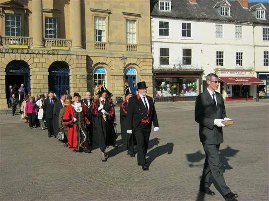 Photo:The Procession of Mayor and dignities process to the church