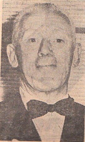 "Photo:AT THE MOVIES Harold Cottam attending the local premiere of the Titanic film ""A Night to Remember"" at the Savoy Cinema, Middlegate, Newark, Nottinghamshire, September 1958.  In the film Mr Cottam is played by Alec McCowen"