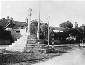 Photo:Top Cross, Linby, in 1947