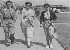 Photo:Roy Lanes, Edith Lanes (later Mrs Coyne) and Mrs Mary Allwood