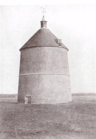 Photo:Sibthorpe Dovecote in 1910