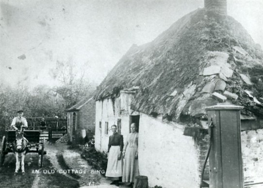 Photo:PICTURE 4 :Thatched cottage, Long Acre East, Bingham c.1890