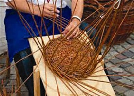 Photo:Typical basket-weaving today