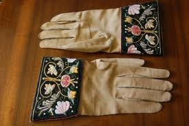 Photo:A pair of gloves