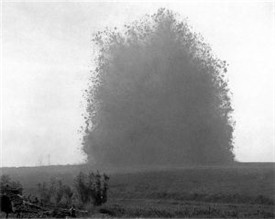 Photo:Detonation of the Hawthorne Ridge Mine that made the Lochnagar Crater, July 1st 1916