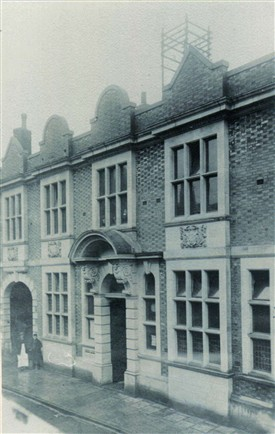 Photo:Newark Post Office, Kirkgate, in 1908.